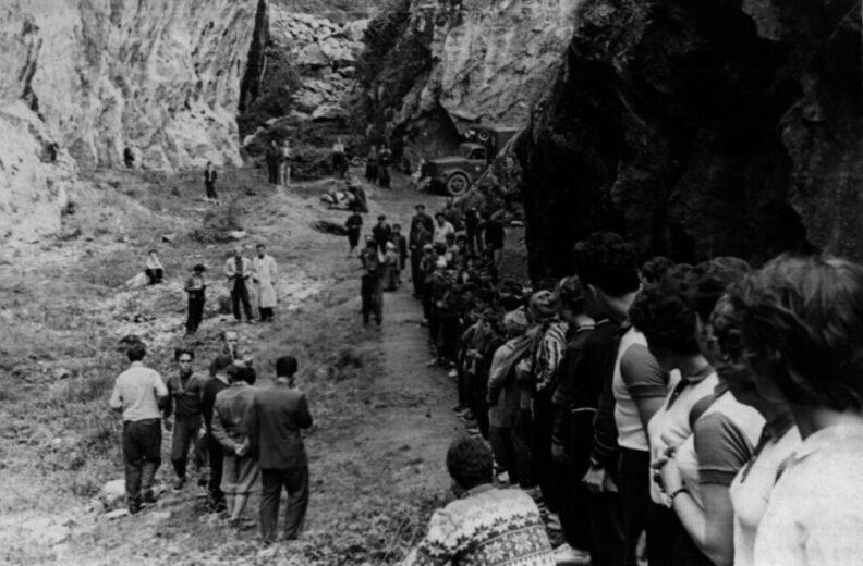 Cтарый снимок- на скалах Никиты Чемпионат Крыма 1960 г
