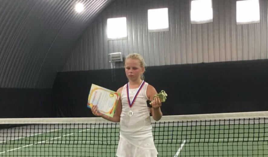 Воспитанница отделения тенниса МБУ «СШ» г. Ялта привезла из Воронежа серебряную медаль