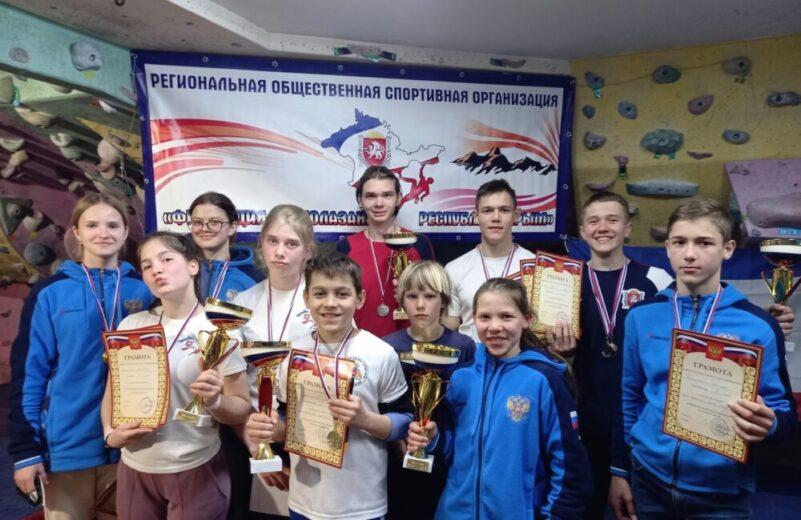Наши скалолазы забрали ВСЕ командные кубки за 1 места на Чемпионате и Первенстве Ялты