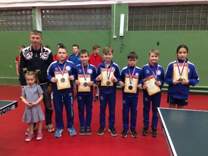 Команды отделения настольного тенниса привезли из Симферополя кубки за 1 и 2 место