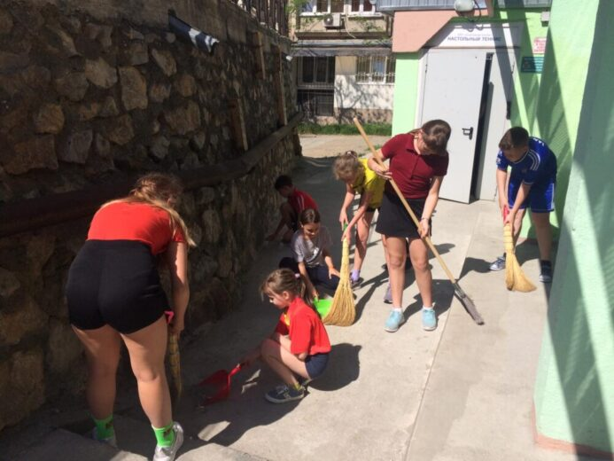 МБУ «Спортивная школа» г. Ялта провела субботник 29 мая
