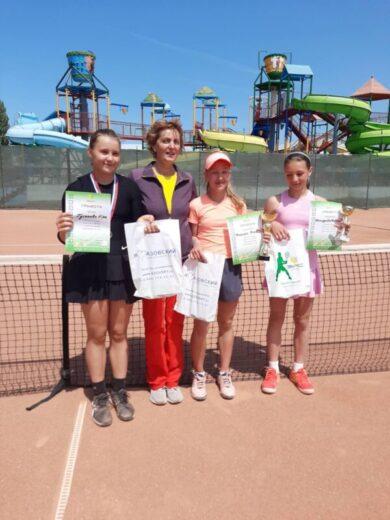 Наши теннисисты привезли медали из Щелкино и Севастополя