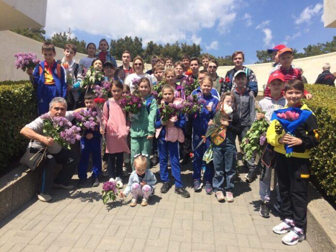Воспитанники отделения настольного тенниса возложили цветы к Вечному огню