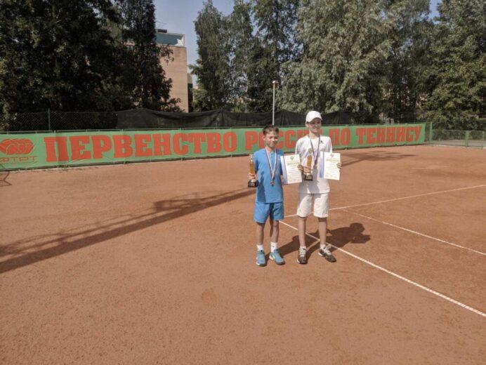 Ян Добров: 2 место в парном разряде на первенстве России в г.Казань