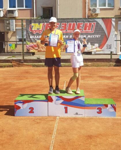 Иванова Дарья взяла золото и бронзу на Республиканских соревнованиях по теннису