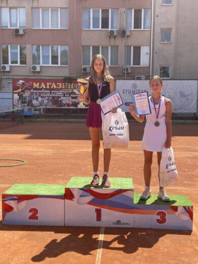 Шахмурадова Лейла завоевала серебро и бронзу на Всероссийских соревнованиях по теннису