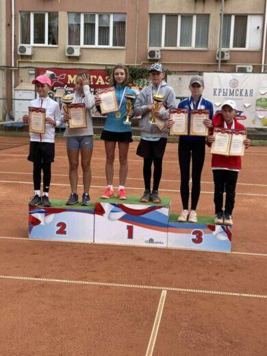 Шахмурадова Лейла взяла золото на Первенстве Крыма по теннису